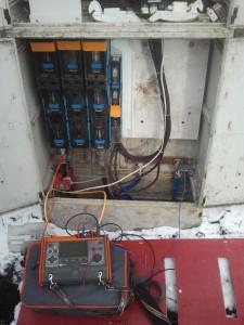 Pomiary pracy kompensatora mocy biernej cęgami rogowskiego
